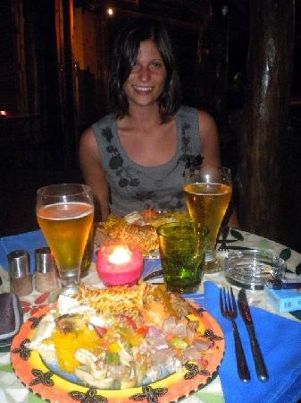 Les Lauriers: Sara e i nostri primi piatti del buffet!