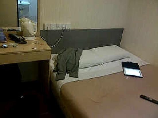 โรงแรมแอมไรส์: the tiny room