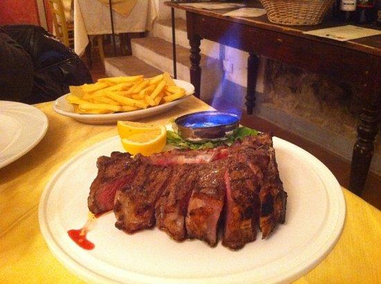 Carmignano, Italia: bistecca alla fiorentina flambé