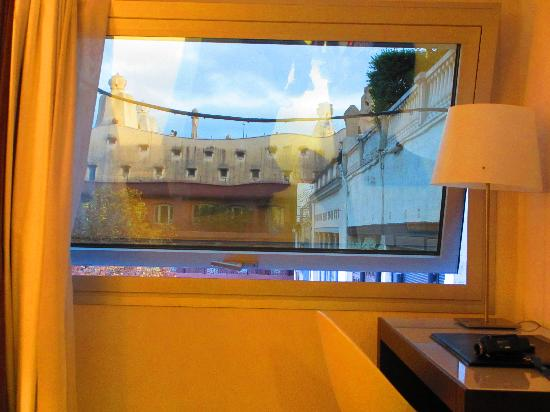 Hotel Actual: View of La Pedrera from our hotel room
