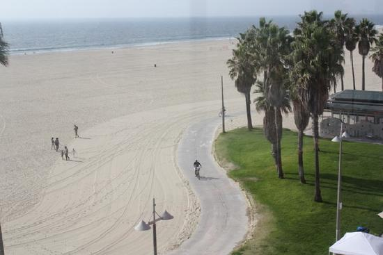 Venice Breeze Suites: View of the beach