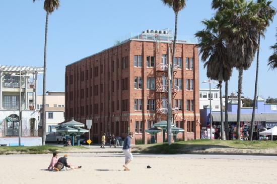 Venice Breeze Suites: Great location