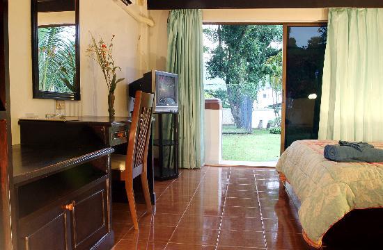 Nanai Residence: questa era la mia camera che dava sul giardino che bei ricordi