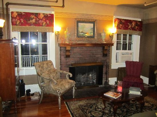 The Henderson: Wonderful Lobby to Relax by the Fireplace
