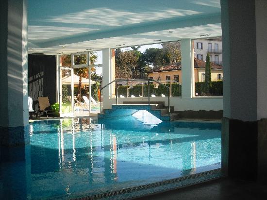 Hotel Aqua: Piscina coperta e scoperta