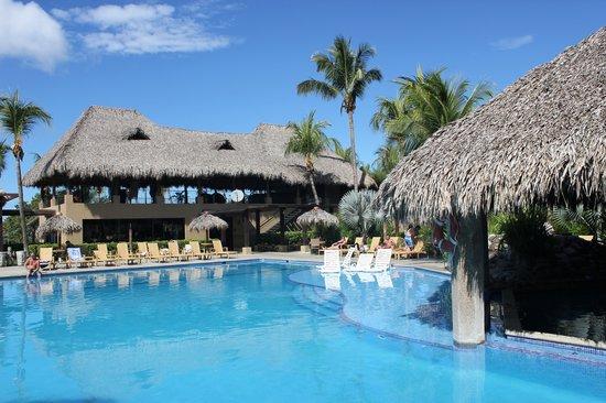 Flamingo Beach Resort And Spa: Pool area