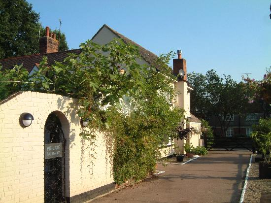 Bed and Breakfast Maidstone: side of B&B