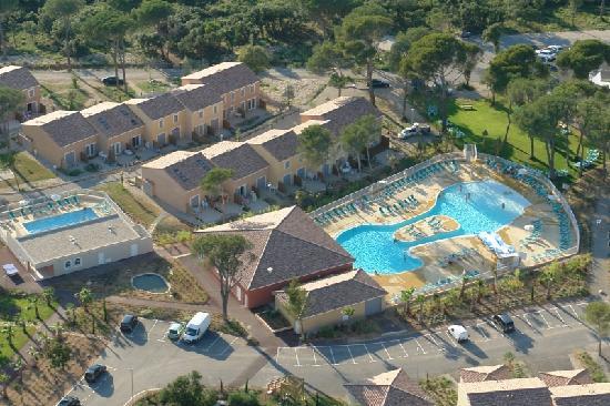 Calvisson, France: les piscines