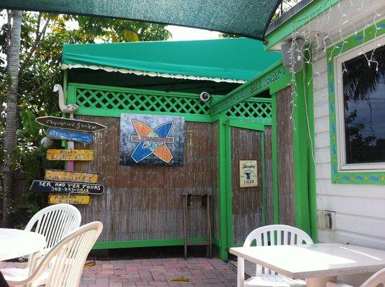 Mangrove Mama's: La veranda all'aperto