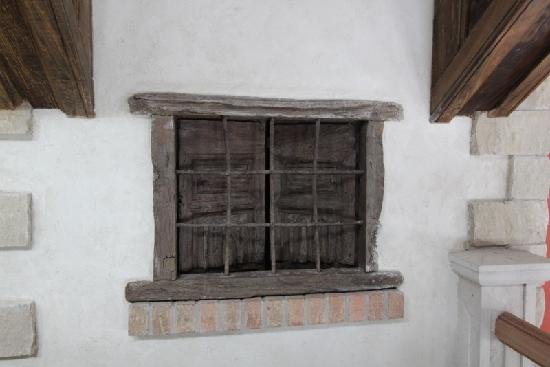 Chapelle Ste Agnes Vineyard: Antique window from Tuscany