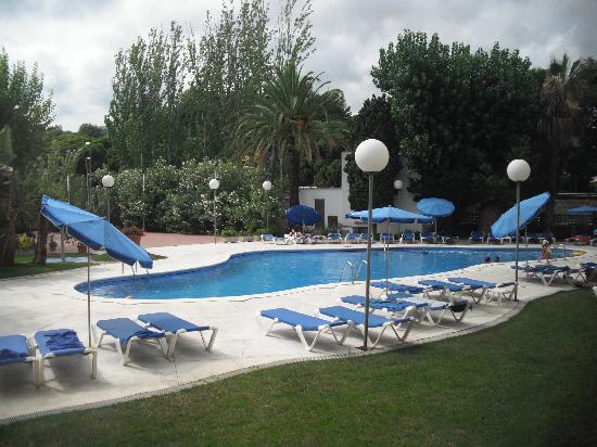 Hotel Ciudad de Castelldefels: La piscina