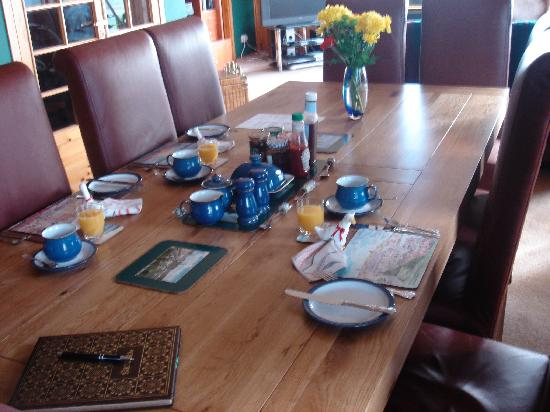 Westrow Lodge B & B: Breakfast set up in the morning