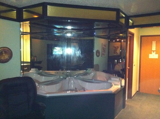 Hotels With Jacuzzi In Room In Iowa