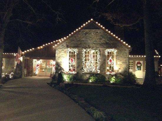 Pennyrile Forest State Resort Lodge : The Lodge in December