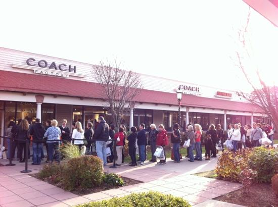 Wrentham, MA: long queue at Coach store