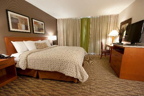 Embassy Suites by Hilton Oklahoma City Will Rogers Airport: Beautifully renovated Reno Suite Bedroom with King Bed