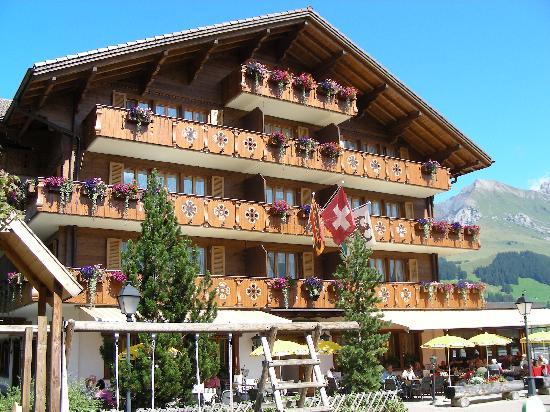 Adler Adelboden : Hotel mit Terasse und Spielplatz