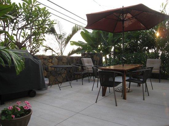 Kona Hula Girl: patio