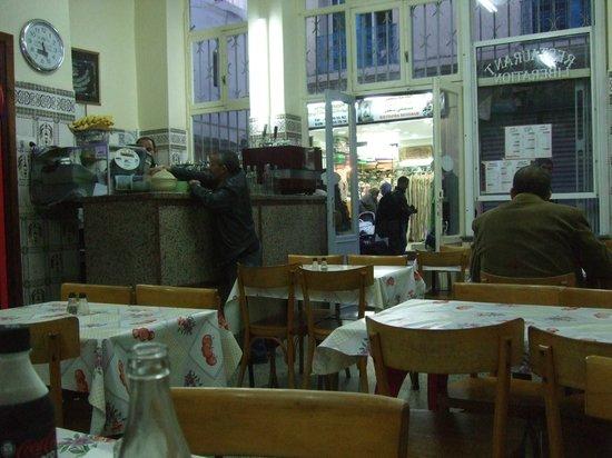 Restaurant de la Liberation : Blick Richtung Tür und Bar