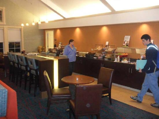 Residence Inn by Marriott Southington: Here's the remodeled dining area, including the