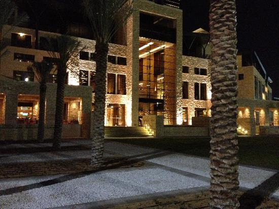 The Westin Abu Dhabi Golf Resort & Spa: Front of Hotel