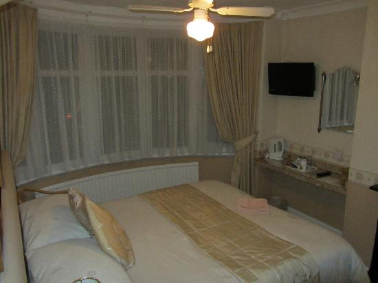 The Rookery Guest House: Photo of room I stayed in in November. 'Blackbird' room I think. Photo hasn't come out that well