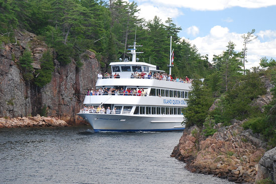 Parry Sound, Canada: Island Queen entering