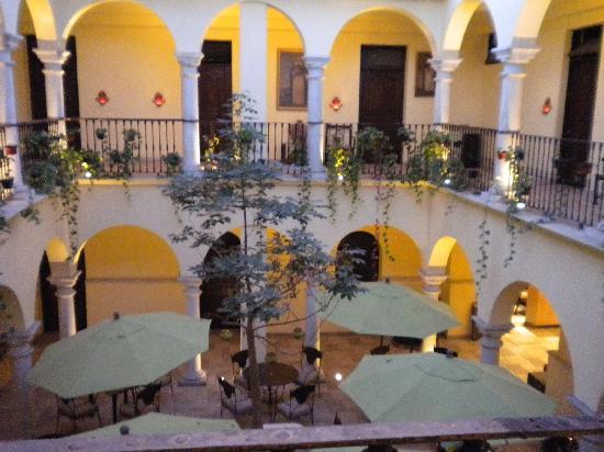 Hotel Francia: patio donde se sirve el desayuno