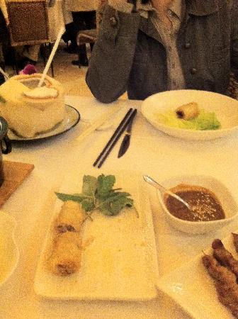 Golden Bull French Vietnamese Cuisine: vietnamesische Frühlingsrollen