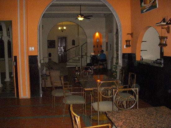 Hotel Amira in Salinas, Ecuador: Lobby/Dining Area