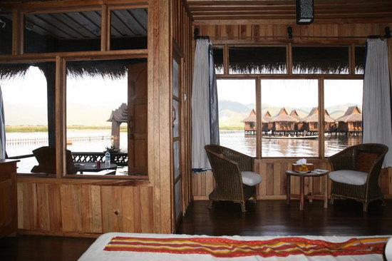 Shwe Inn Tha Floating Resort : inside the room