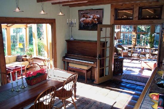 Point Reyes Schoolhouse Compound: Sunroom