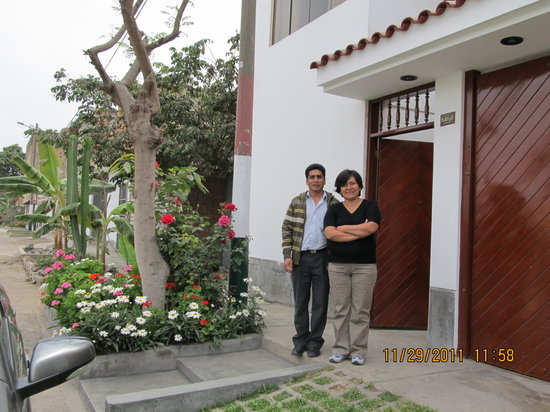 Bed & Breakfast de Kike: Kike and Miriam in front of the B& B