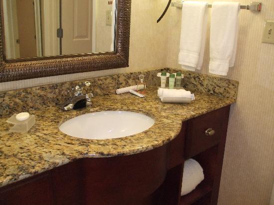 Hawthorn Suites By Wyndham Jacksonville : bathroom