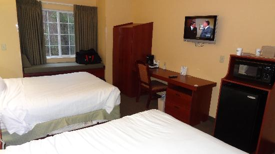 Microtel Inn & Suites by Wyndham Morgantown: Bed View 2