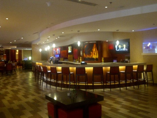 Miami Airport Marriott - Champions sports bar off lobby