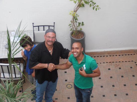 Les Jardins de Riad Laarouss: Yassine y mi amigo Jacob