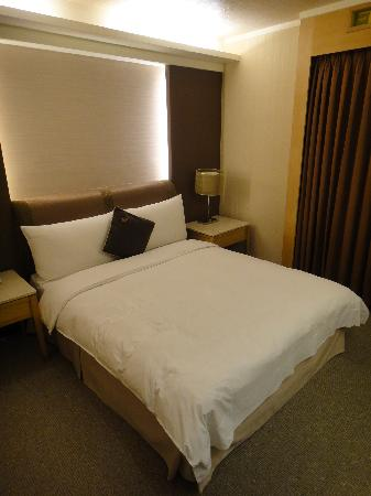 K Hotel (Keelung): The shorty bed.