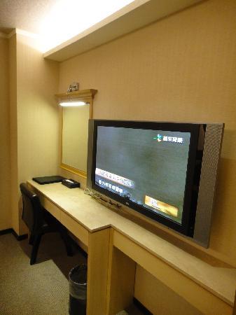 K Hotel (Keelung): Big TV but no windows
