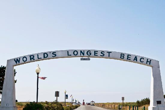 The #1 Coastal Inn and Suites : Approach to the worlds longest beach