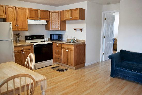 The #1 Coastal Inn and Suites : King Suite Kitchen