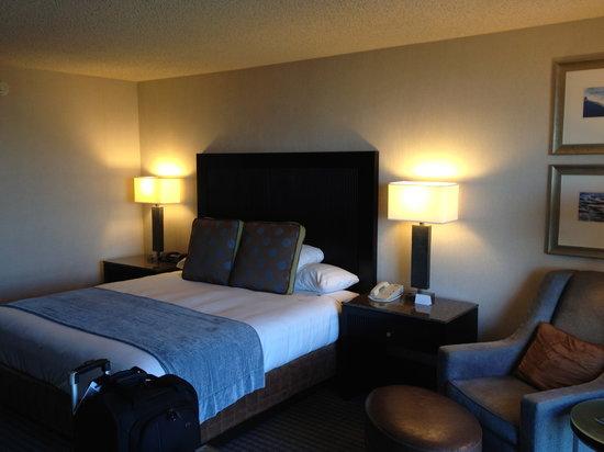 Hyatt Regency San Francisco Airport - Burlingame: Room 7009 Bed