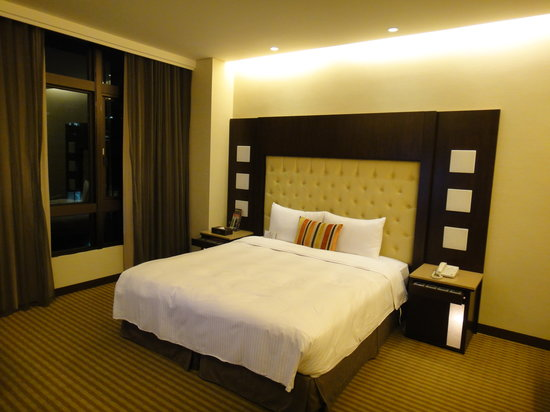 Beauty Hotels Taipei - Roumei Boutique: Big windows, with nothing to view..