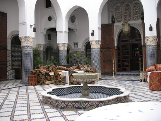 Riad El Yacout : Breakfast is served in the courtyard.