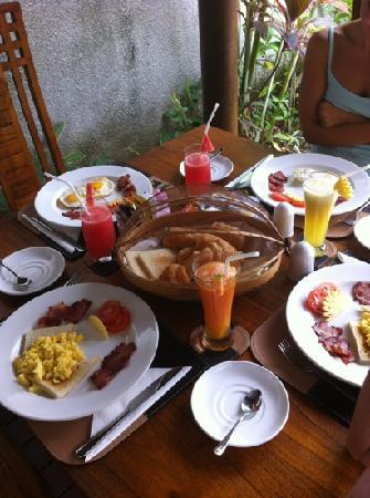 Grania Bali Villas: breakfast served daily