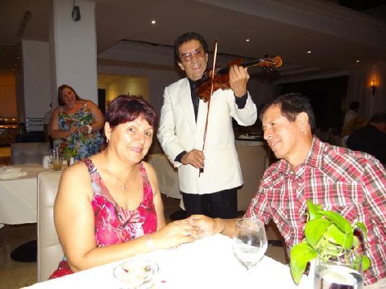 Moon Palace Cancun : una de las tantas cenas....