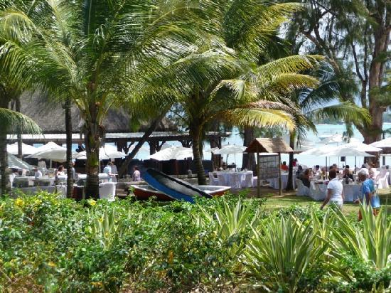 Club Med La Pointe aux Canonniers: Preparing dinner