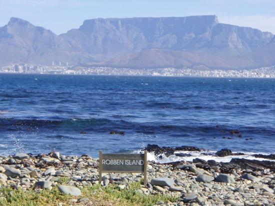 Table mountain from robben island bild von robben island - Robben island and table mountain tour ...