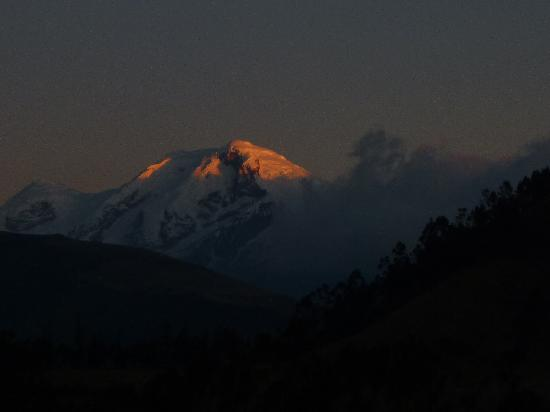 "Guanguiltagua Expeditions: ""Magic Cayambe volcano"""
