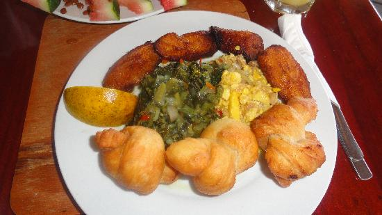Shields Negril Villas : Breakfast at Kuyaba- ackee & saltfish w/ fried plantains & dumplings & calaloo